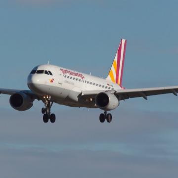 Eurowings Airbus A319 (D-AKNR)